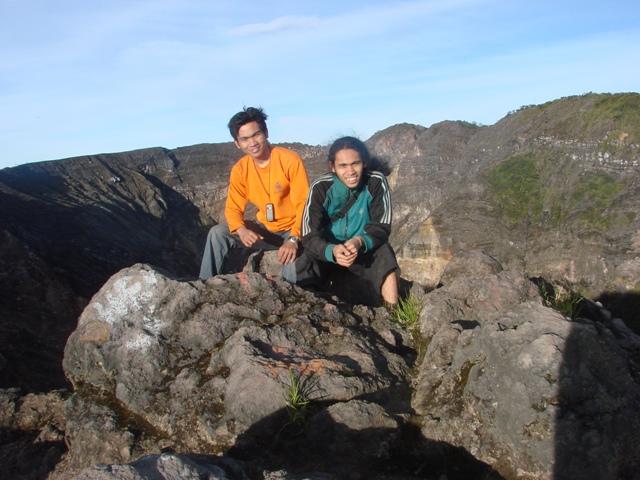Saya dan abang saya, Hairil, di puncak Gunung Ciremai