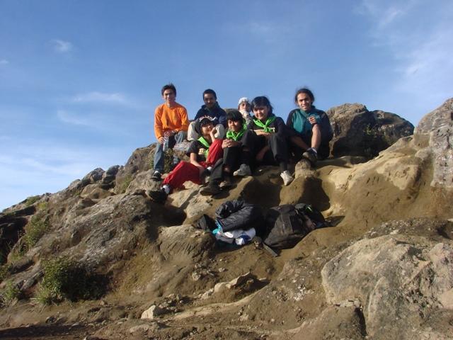 anak-anak Hiparaca. Di gunung, siapapun bisa menjadi teman.