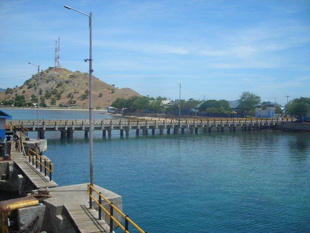 Pelabuhan Poto Tano. Selamat datang ke Sumbawa!