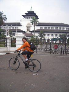 gaya orang yang senang banged bisa sepedaan ke bandung