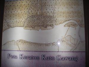 Peta Keraton Kuto Gawang dan barikade kayu yang memotong sungai. Sekarang bangunan keraton sudah tidak ada dan berdiri pabrik Pusri di bekas lokasi.