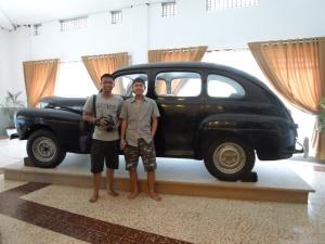 Cecep dan Fikri mejeng di Ford BN 10