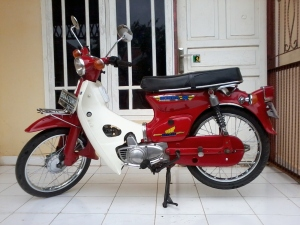 Yvvone, si Honda C70.