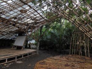 Bangunan berstruktur bambu di desa Tegal Wangi